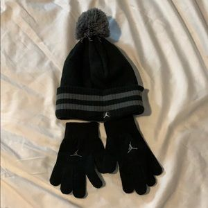 Boys Jordan hat and gloves set